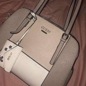 Guess purse beautiful and gray